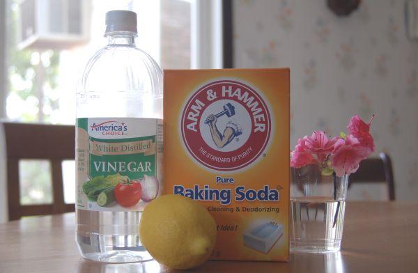 Baking pan cleaning magic baking soda + white vinegar